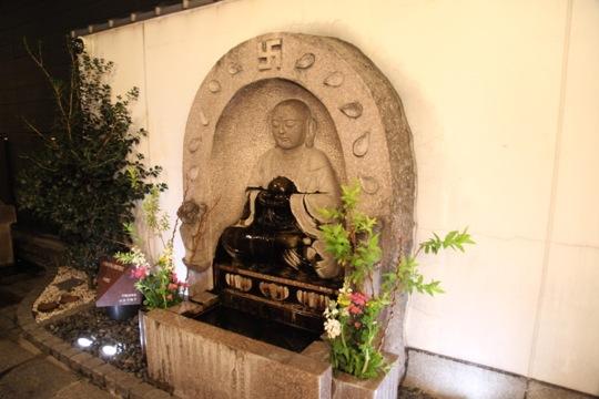 dotonbori temple